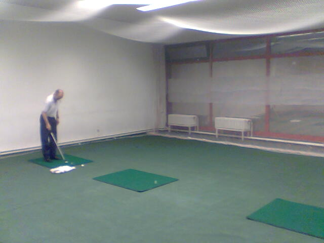 Indoor Putting Green Meant For Neophytes